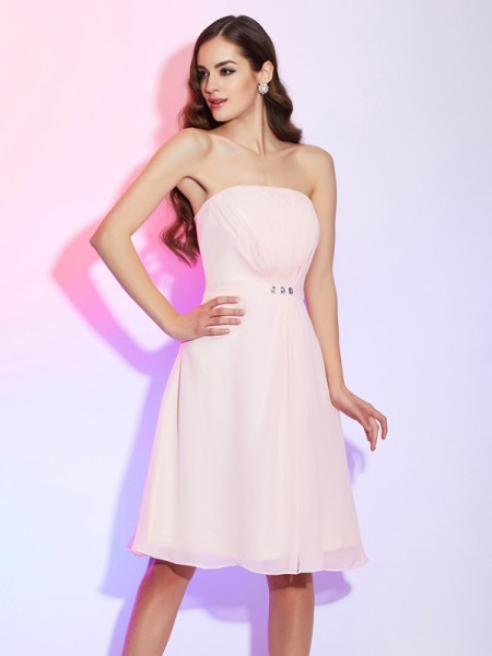 Sheath/Column Strapless Ruched Short Chiffon Bridesmaid Dress
