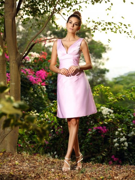 A-Line/Princess V-neck Pleats Short Satin Bridesmaid Dress
