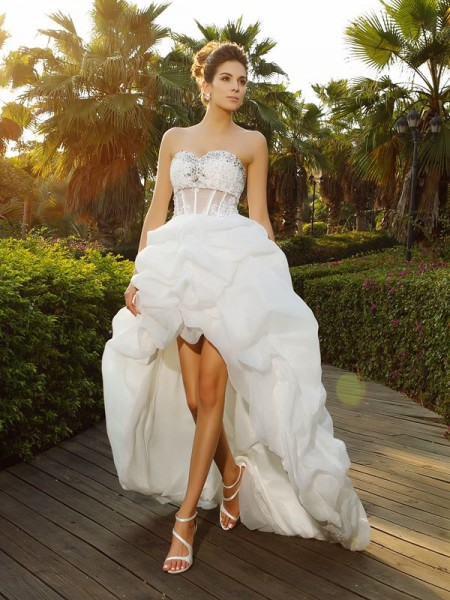 A-Line/Princess Sweetheart Beading High Low Organza Wedding Dress