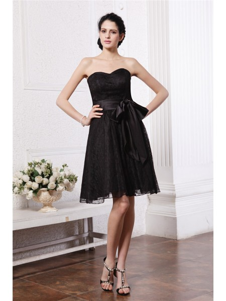 A-Line/Princess Sweetheart Sash Short Lace Bridesmaid Dress