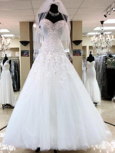 Ball Gown Sleeveless Sweetheart Tulle Floor-Length Wedding Dress