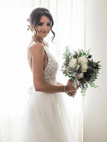 A-Line/Princess Lace Tulle Sleeveless Halter Floor-Length Wedding Dress
